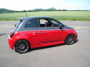 Fiat 500 Abarth mit OZ Alleggerita in 17 Zoll