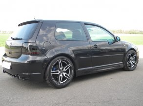 VW Golf IV R32 mit Barracuda Starzz in 18 Zoll